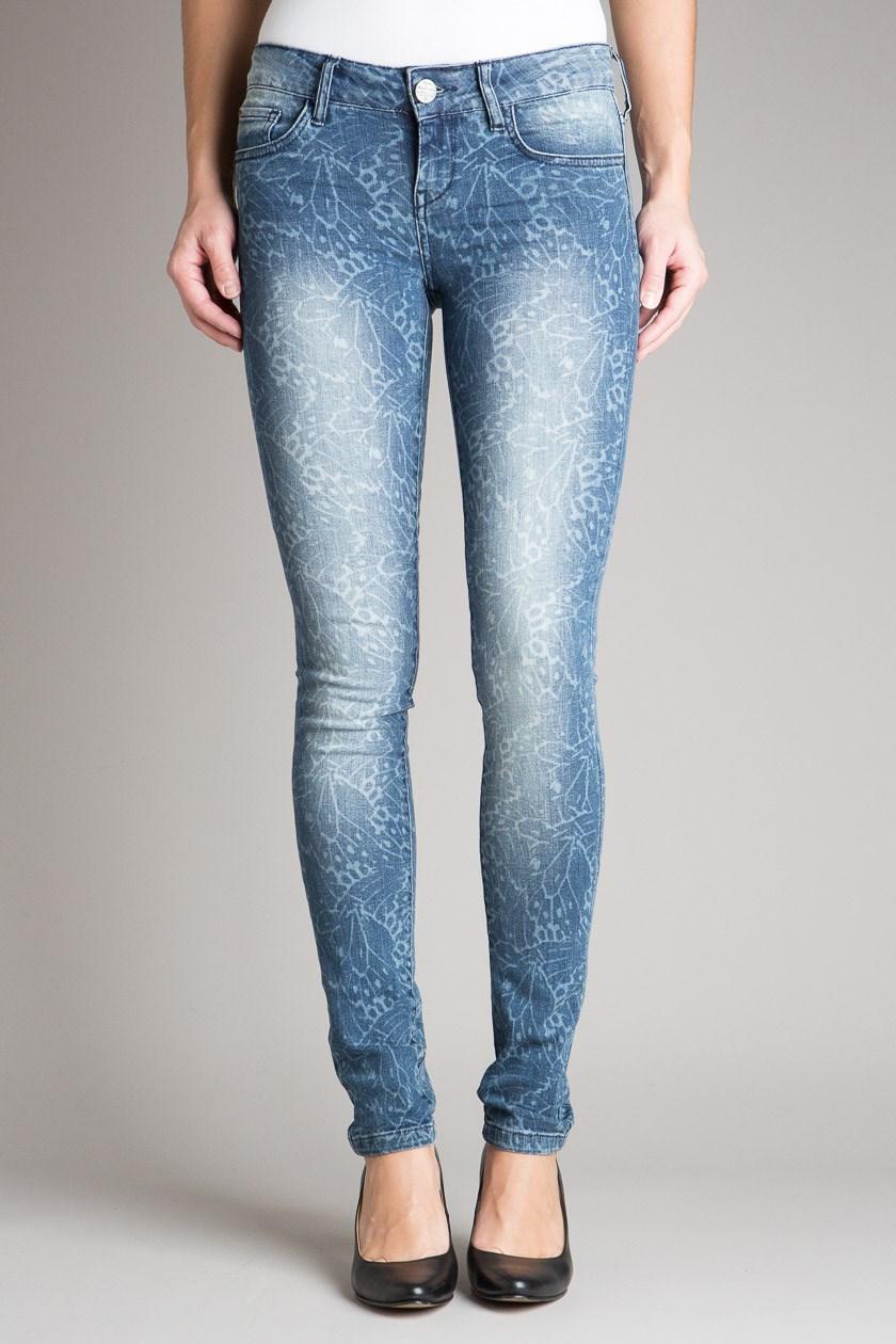 J'essaye une nouvelle coupe de jeans